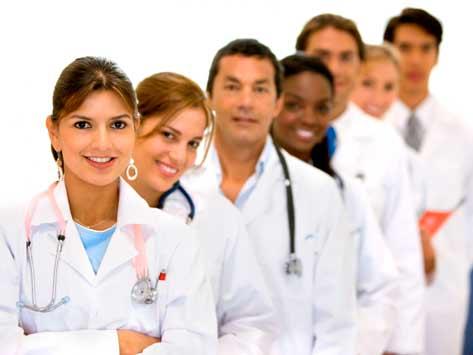 profesionales-cuidando-personas-mayores